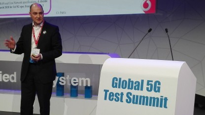 Vodafone-Manager spricht beim Global 5G Test Summit in Barcelona über 5G.