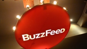 Buzzfeed wird wegen der Veröffentlichung des Trump-Dossiers verklagt.