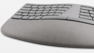 Microsofts Surface Ergonomic Keyboard arbeitet mit Bluetooth.