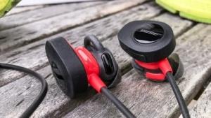 Die Bose Soundsport Pulse erfassen beim Sport die Herzfrequenz.