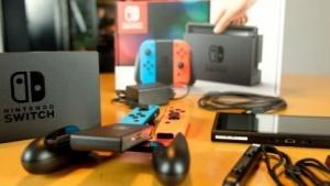 Die Nintendo Switch nach dem Auspacken, vor dem Einschalten