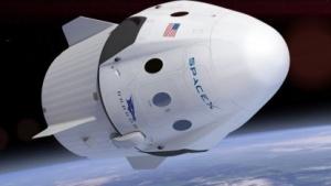Mit so einem Dragon-Raumschiff sollen Touristen um den Mond fliegen.
