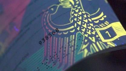 Die Card-Access-Number des neuen Reisepasses steht auf der ersten paginierten Seite.