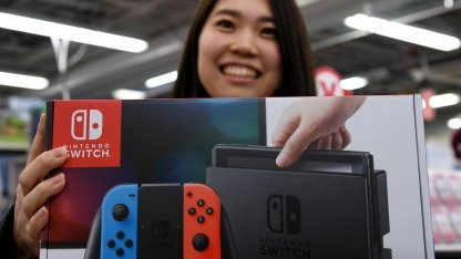 Glück gehabt: Diese Frau in Tokio hat eine Switch bekommen.