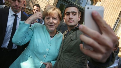 Dieses Selfie mit Angela Merkel ist für Anas M. zu einem großen Problem geworden.