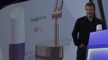 Der Ebay-Manager RJ Pittmann zeigt Ebay-Bot auf Google Home.
