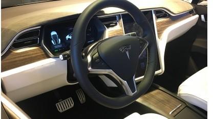 Cockpit des Model X