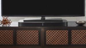 Die Sonos Playbase mit einem Fernseher