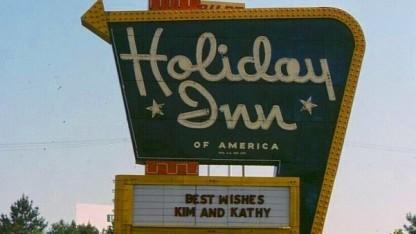 Historisches Schild von Holiday Inn