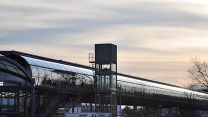 Der Skywalk zum Messebahnhof Hannover