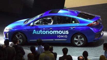 Ein von Hyundai entwickeltes Auto soll mit Samsungs Technik fahren - hier ein autonomer Hyundai auf der Seoul Motor Show.