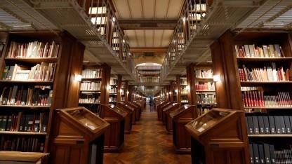 Bibliothek (Symbolbild): Bei der systematischen Digitalisierung tauchen mitunter auch verloren geglaubte Werke wieder auf.