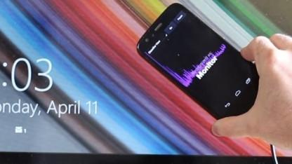 Das Smartphone registriert die EM-Strahlung eines Monitors.