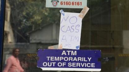 Das IT-Sicherheitsgesetz soll unter anderem den Ausfall von Geldautomaten, wie hier in Indien, verhindern.