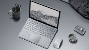Surface Laptop wird mit Windows 10 S ausgeliefert.