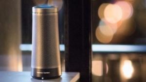 Der Invoke-Lautsprecher läuft mit Microsofts Cortana.