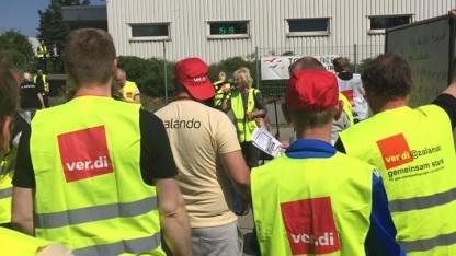 Streikende bei Zalando