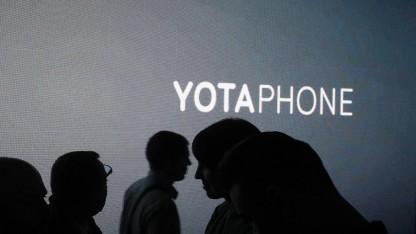 Yotaphone 3 hat wieder ein E-Paper-Display auf der Rückseite.