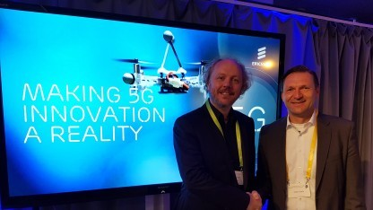 Stefan Koetz (rechts), Chef von Ericsson Deutschland, trifft Professor Frank Fitzek (Co-Coordinator des 5G Labs Germany) auf den Ericsson Innovation Days
