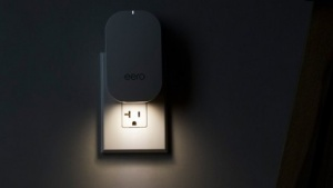 Die neue Eero-Generation kann auch gleichzeitig als Nachtlicht arbeiten.