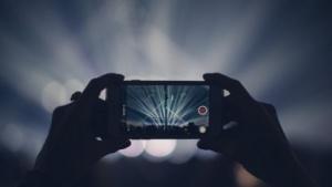 Ein iPhone beim Filmen