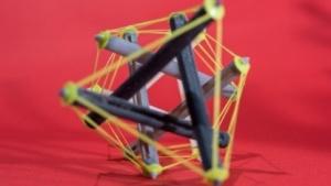4D-gedruckte Tensegrity-Struktur: Die Streben können sich verheddern.