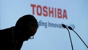 Toshiba-Chef Satoshi Tsunakawa bei einer Pressekonferenz im Mai