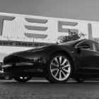 Elektroauto: Tesla übergibt die ersten Model 3