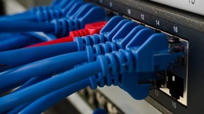 DNS übersetzt IP-Adresse in leicht verständliche Namen und vereinfacht damit die Verbindung von Rechnern.