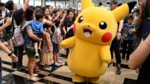 Ein Echtwelt-Pikachu auf einem Pokémon-Go-Fest in Singapur.