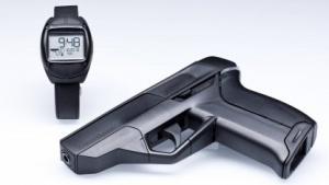 Smart Gun Armatix iP1: Lässt sich nur abfeuern, wenn die Uhr in der Nähe ist - theoretisch.