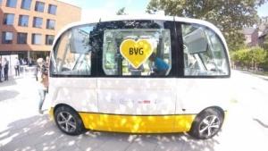 Die BVG testet einen autonomen Elektrobus von Navya auf dem Charité-Gelände.