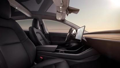 Das Fahrzeuginnere von Teslas Model 3