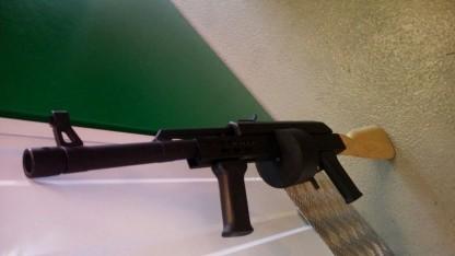 Eine sichergestellte Waffe von der Plattform Migrantenschreck
