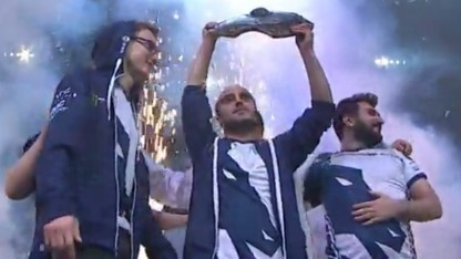 Team Liquid mit dem Aegis of the Champions.
