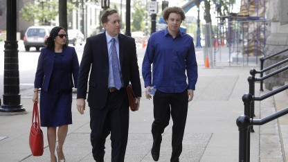 Hutchins mit seinen Anwälten vor Gericht