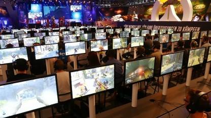 Besucher auf der Gamescom 2016 in Köln
