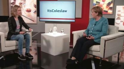 Bundeskanzlern Angela Merkel im Gespräch mit der Youtuberin ItsColeslaw (Lisa Sophie)