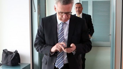 Bundesinnenminister Thomas de Maizière (CDU) will die Smartphone-Kommunikation knacken können.