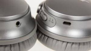 Der Bose QC 35 ohne zusätzlichen Knopf.