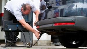 Abgasuntersuchung bei einem Diesel
