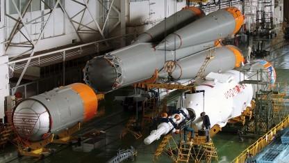 Eine alte Sojus-2.1-Rakete in der Werkshalle. Ihr Nachfolger wird jetzt entwickelt.