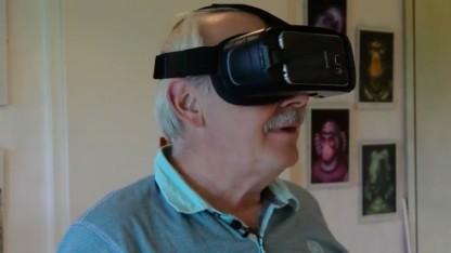 Catan-Erfinder Klaus Teuber mit VR-Headset
