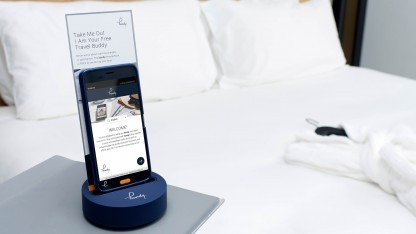 Das Handy T1 in seiner Docking-Station