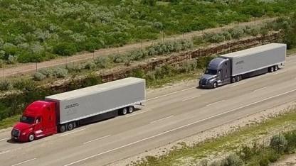 Daimler Trucks fährt digital gekoppelte Lkw auf ausgewählten Highways in Oregon und Nevada.