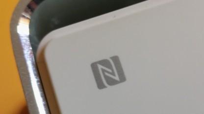 Das NFC-Logo auf einem Lautsprecher.