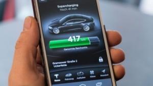 Die Tesla-App sendet Standortdaten sofort an Google oder Apple.