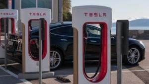 Tesla-Supercharger (Symbolbild): Lademöglichkeiten werden knapp