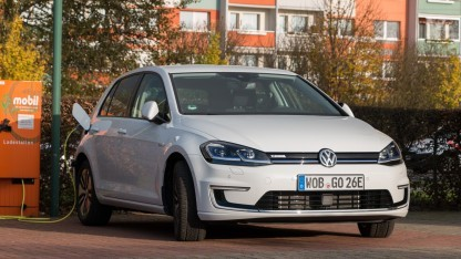 VW E-Golf an der Ladesäule: gute Planung und Geduld