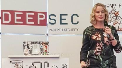 Jessica Barker bei ihrer Keynote auf der Deepsec in Wien